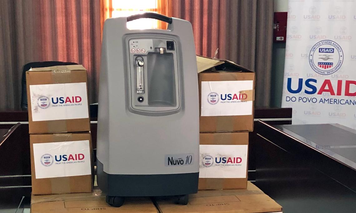 Governo dos E.U.A. Fornece 15 Concentradores de Oxigénio para Salvar Vidas