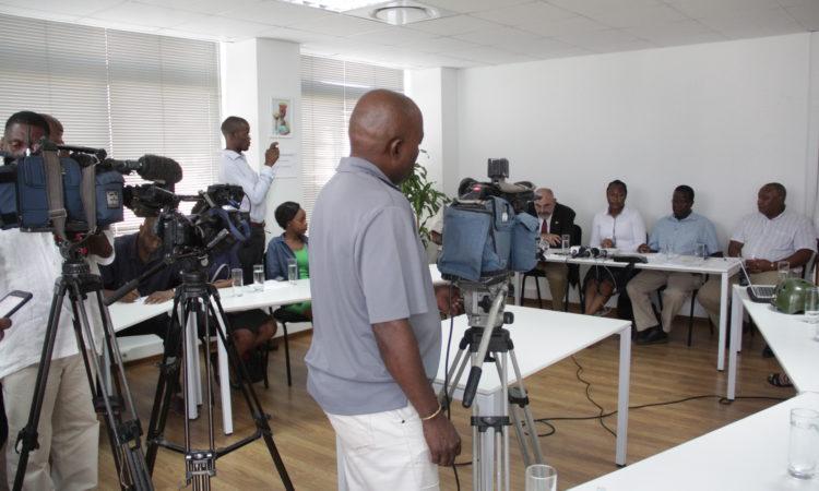 Conferência telefónica sobre o combate à lagarta do funil de milho em África