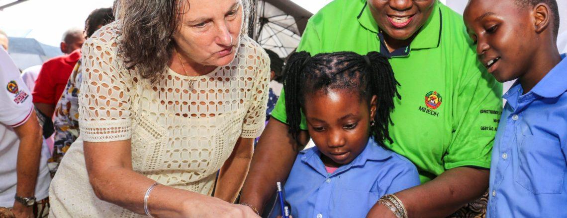 Governo dos E.U.A apoia aprendizagem precoce em línguas locais com o MINEDH