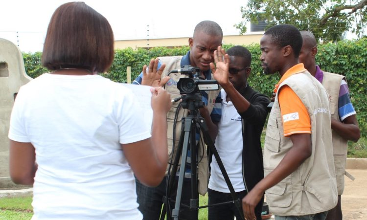 TV Surdo Team working in an interview