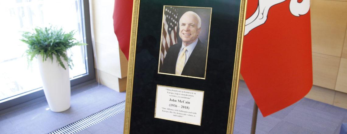 Lietuvos URM buvo inauguruota JAV senatoriaus Johno McCaino atminimui skirta salė