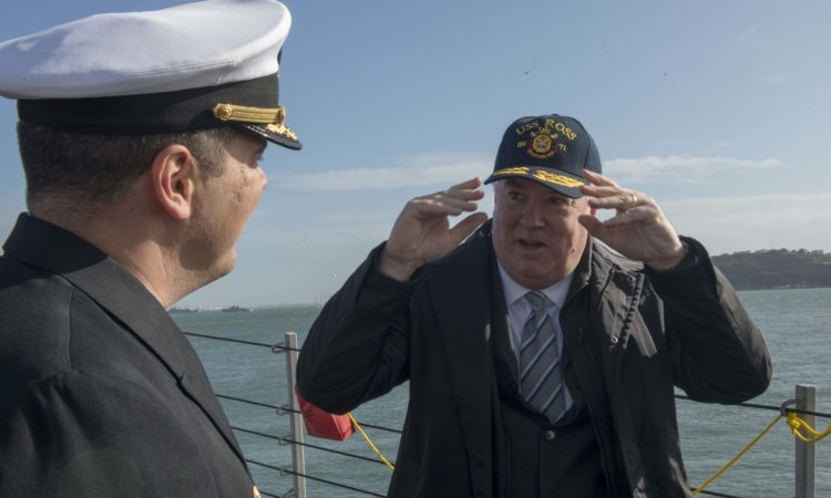 Embaixador Glass a bordo do USS Ross