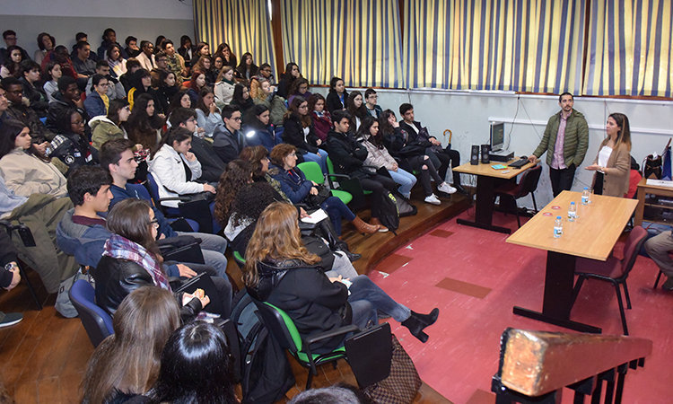 Elizabeth Llovet, a U.S. State Department Gilman Scholar spoke at ES Amadora