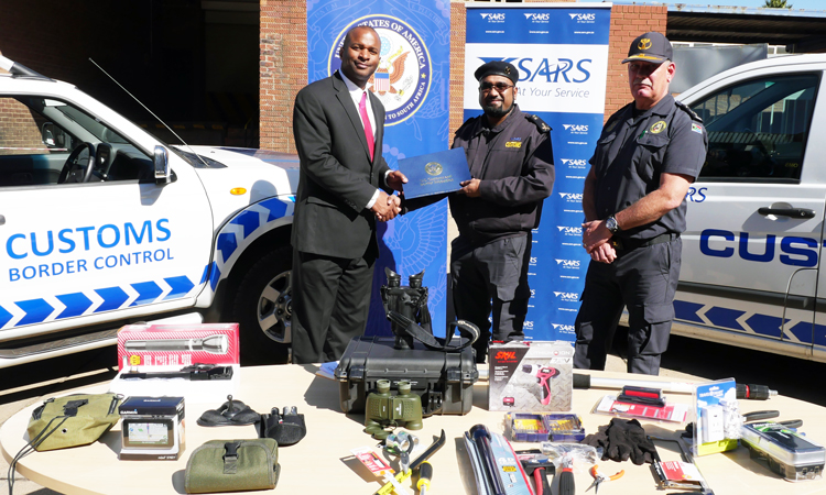 Our U.S. @CustomsBorder Attaché Randolph Green (L) donates border enforcement equipment to SARS