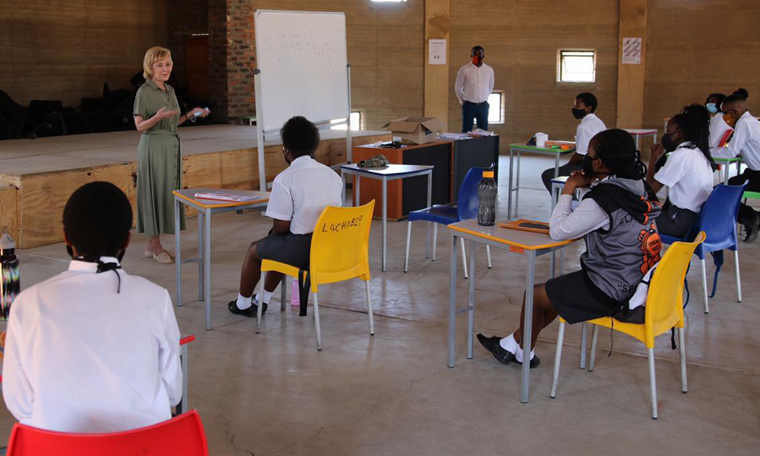 U.S. Ambassador Lana Marks visited the LEAP Science and Math School 4 this week, and as the final exams approach, urged the students to work hard, believe in their own worth, and embrace their abilities.