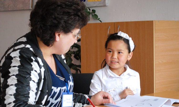 USAID долбоору башталгыч мектеп окуучуларынын окуу көндүмдөрүн жакшырткандыгын изилдөө көрсөттү
