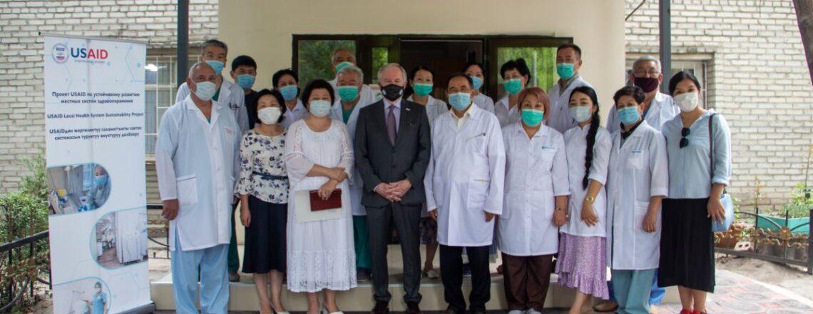 АКШ Кыргызстанда COVID-19га каршы күрөшүү үчүн 1 млн $ медициналык жабдууларды берди