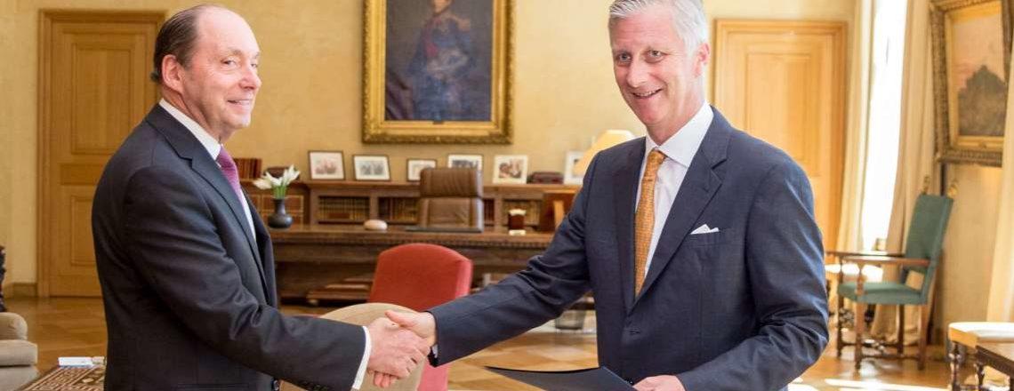 Ambassadeur Ronald Gidwitz heeft zijn geloofsbrieven overhandigd