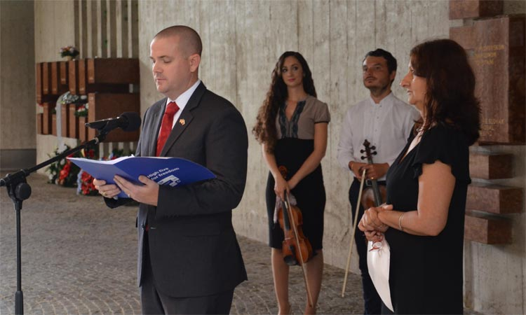 Embassy Spokesperson Griffin Rozell speaks at a Roma Holocaust Memorial event at Banska Bystrica's Slovak National Uprising Museum (Embassy photo)