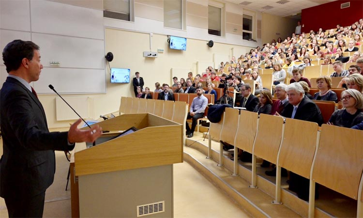 Ambassador Adam Sterling addresses audience at UPJS in Kosice (Embassy photo)