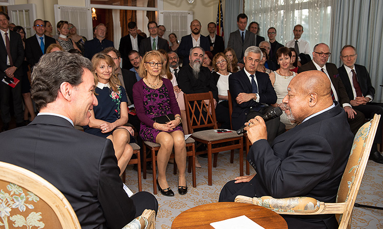 Legendary jazz pianist Kenny Barron talks with Ambassador Sterling prior to his performance (Embassy photo)