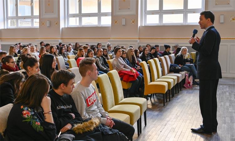Ambassador Sterling addresses high school students in Levice (Embassy photo)