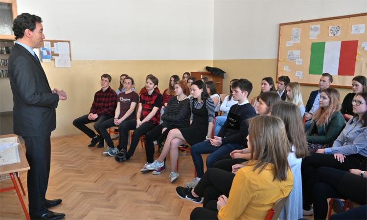 Ambassador Sterling talks to students of Gymnasium Pierre de Coubertine in Piešťany (Embassy photo)