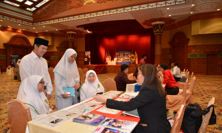 Students and School Representative at the U.S. Higher Education Fair 2017