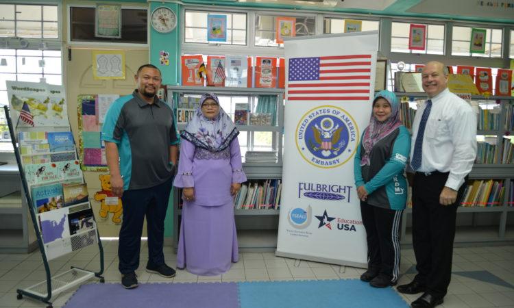 Amb Matthews donates book at primary school library