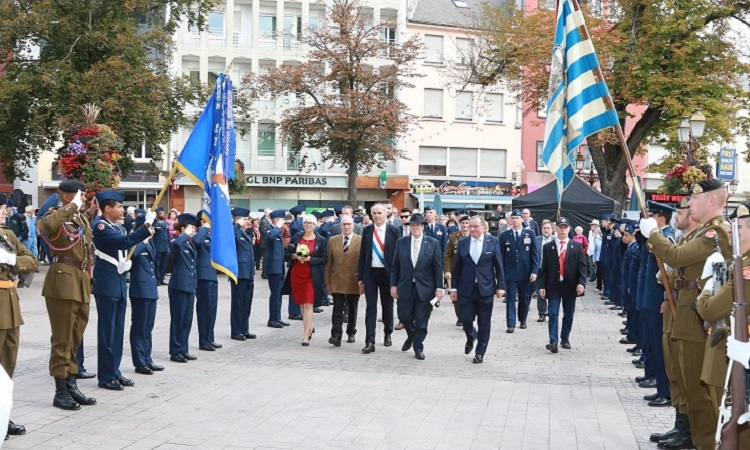 parade with men and soldiers