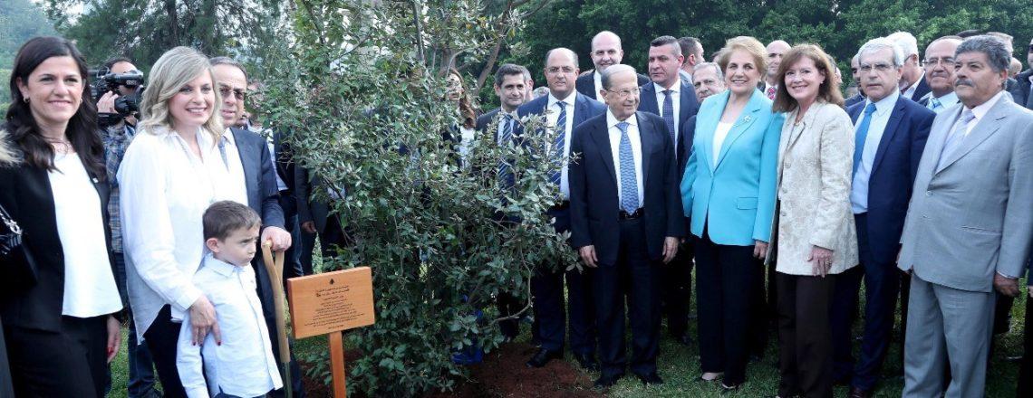 """الرئيس عون والسفيرة ريتشارد يزرعان """"الشجرة المليون"""""""