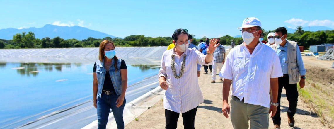 Encargada de Negocios Manes visita sistema de riego en El Paisnal