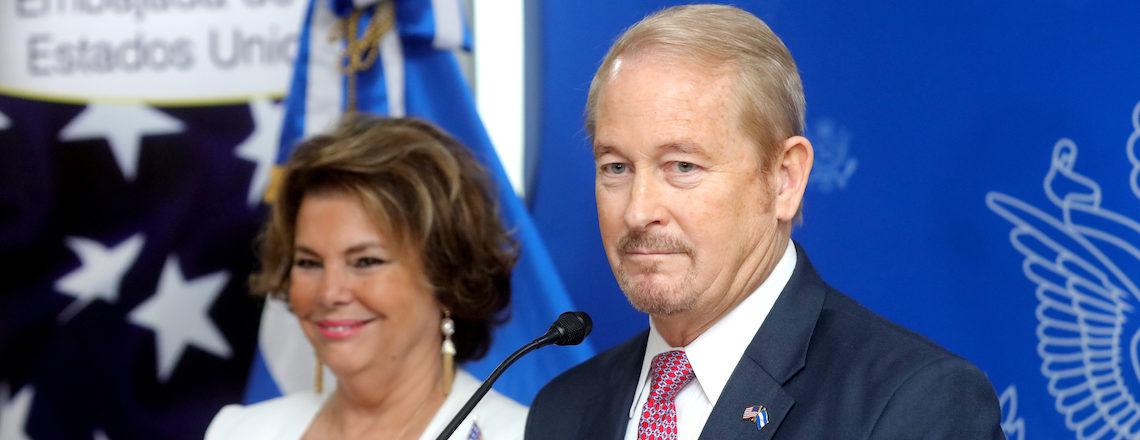 Embajador Ronald Johnson llega a El Salvador