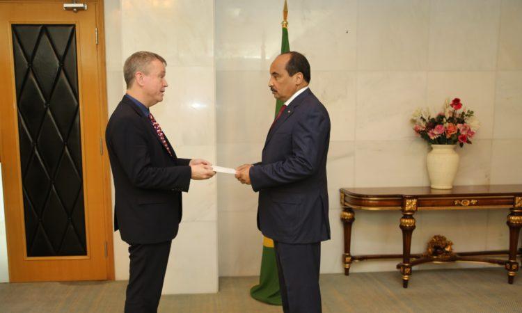L'Ambassadeur Larry André présente ses lettres de créances au Président Aziz
