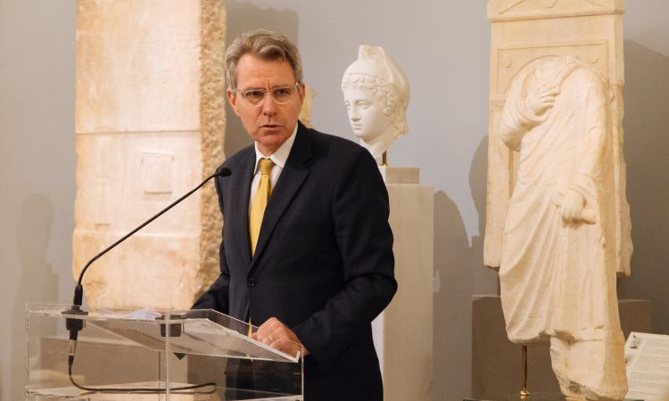 Ambassador Pyatt delivers remarks at BCIU/Delphi Economic Forum (State Department Photo)