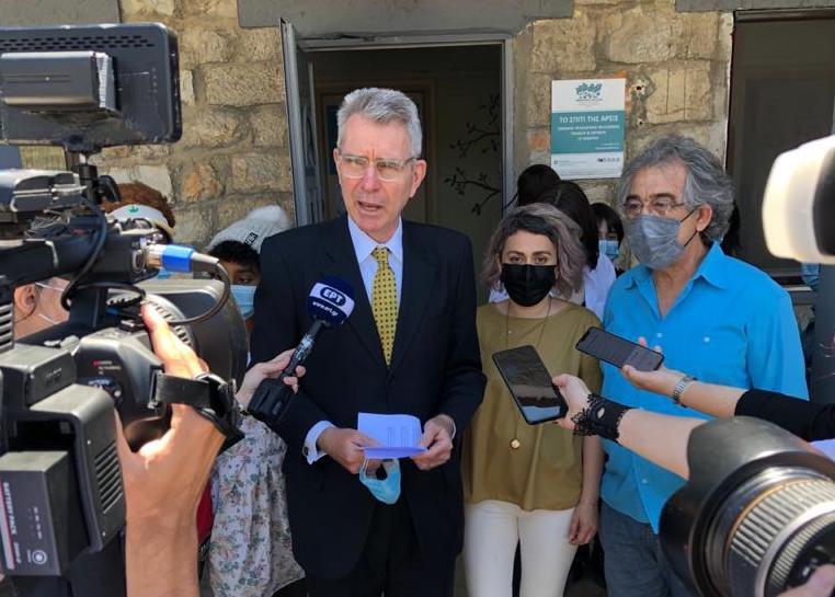 Ambassador Pyatt visits ARSIS in Thessaloniki (State Department Photo)