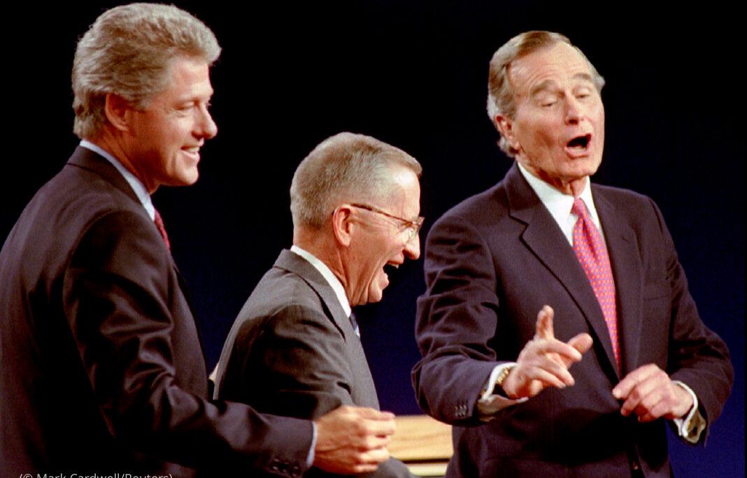 Gouverneur Bill Clinton, Unternehmer Ross Perot und Präsident George H. W. Bush in gelöster Stimmung nach Ende ihrer Debatte im Fernsehen 1992 (Foto: Mark Cardwell/Reuters)