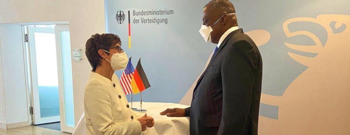 Pressekonferenz der Verteidigungsminister Austin und Kramp-Karrenbauer
