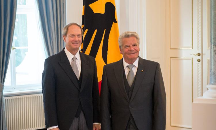 Botschafter Emerson und Bundespräsident Joachim Gauck am 26. August 2013