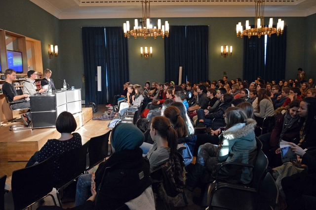 Stefan Bachmann at the Frankfurt Literaturhaus reading to high school kids (photo: U.S. Consulate General Frankfurt)