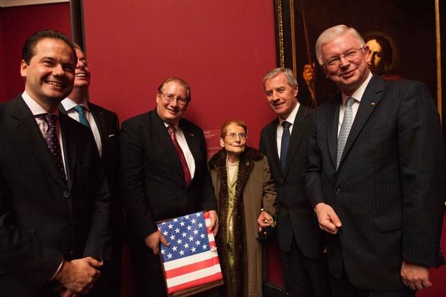 Ms. Westberg celebrates her 100s birthday at the Frankfurt Städel museum (photo: U.S. Consulate General Frankfurt)