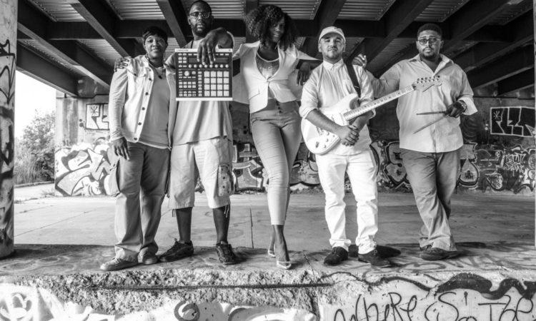 Mahogany Jones und ihre Band