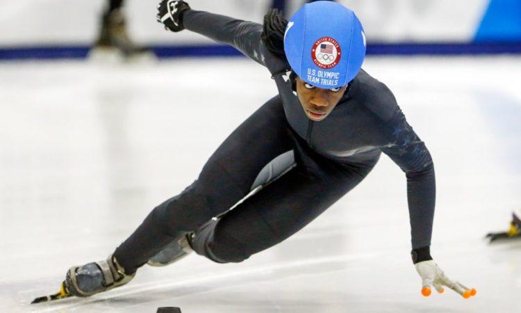 Maame Biney läuft eine scharfe Kurve (Foto: AP Images)