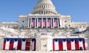 Die für eine Amtseinführung mit US-Fahnen geschmückte Westseite des US-Kapitols
