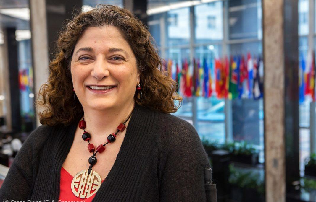 Cherrie Daniels, US-Sondergesandte für Holocaustfragen, hält es für wichtig, alle Opfer der Verfolgung durch die Nationalsozialisten zu würdigen: die sechs Millionen Juden ebenso wie die Roma und andere. (Foto: US-Außenministerium/D.A. Peterson)