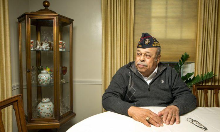 Joseph Carpenter, Oberstleutnant der US-Marineinfanteristen a. D. am Tisch sitzend (Foto: US-Außenministerium/D.A. Peterson)