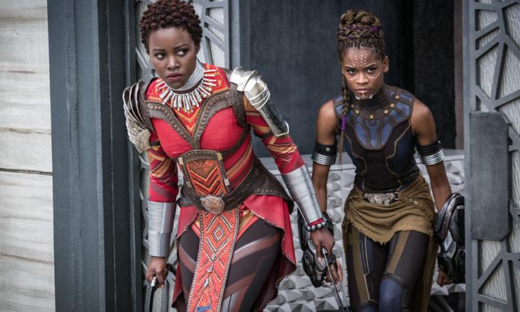 Zwei Frauen in Filmkostümen (Foto: Marvel Studios 2018)