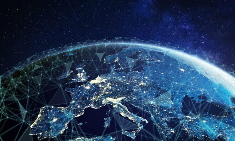 Mit einem Netz aus sich kreuzenden geraden Linien überzogene Karte von Europa und Asien (Foto: Shutterstock)