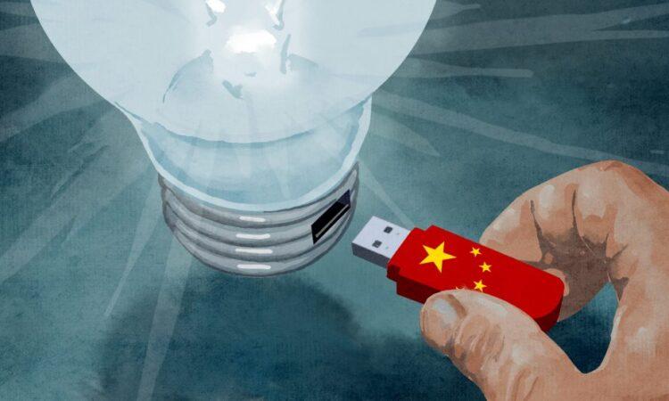 Darstellung einer Hand mit USB-Stick, der in eine Glühlampe gesteckt wirdck