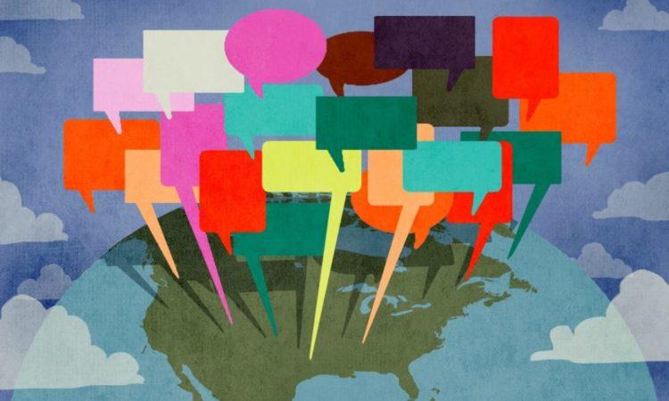 Schaubild mit vielfarbigen Sprechblasen über einer Karte der Vereinigten Staaten (Foto: US-Außenministerium/Doug Thompson)