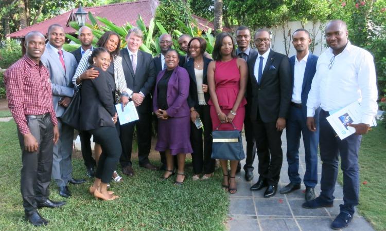 Photo de famille avec l'ambassadeur Hankins