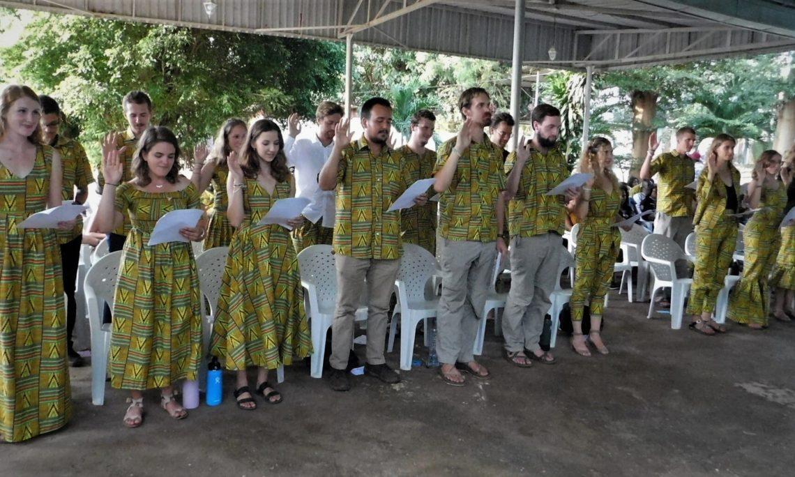 De nouveaux volontaires prêtent serment.