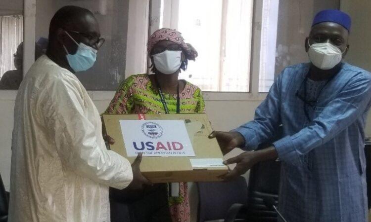 Don des tablettes et d'ordinateurs portables à l'Agence Nationale de la Sécurité Sanitaire (ANSS).