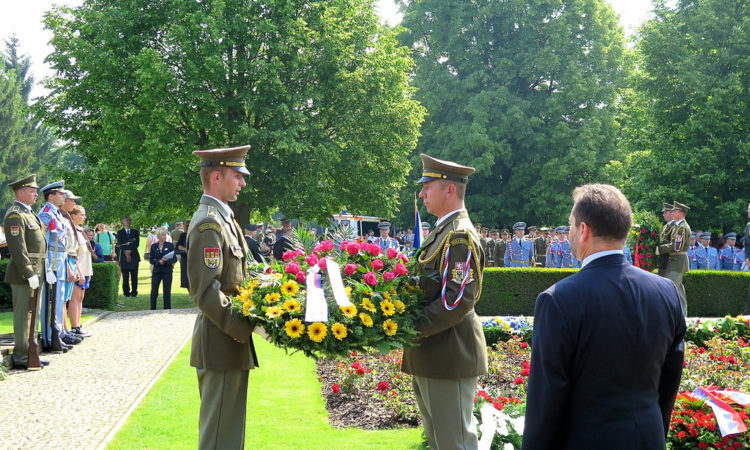 Chargé d'Affaires Steve Kashkett lays a wreath at the common grave in Lidice to commemorate the 73rd anniversary of Lidice massacre, June 13, 2015. (photo U.S. Embassy Prague)