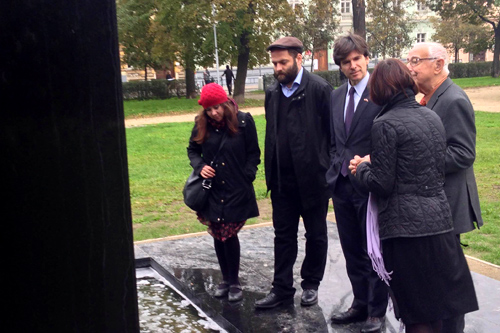 Ambassador Schapiro speaks with representatives of the Jewish Community in Brno at the new Holocaust Memorial in Brno.