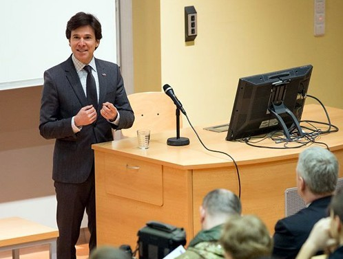 Ambassador Andrew Schapiro speaks to the students of the Faculty of Education of J. E. Purkyně University.