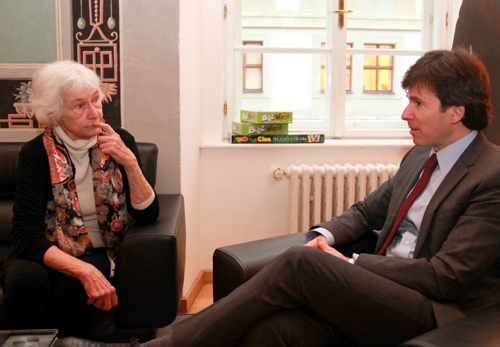 Ambassasor Andrew Schapiro speaks with translator Norma Bean Comrada at the American Center.