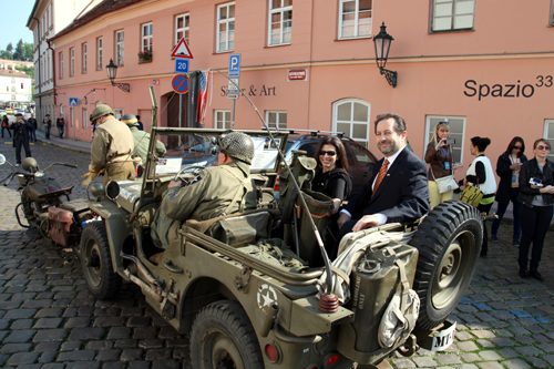 Charge d'Affaires Steven Kashkett and his wife Wendy join the Convoy as it travels to the U.S. Embassy.