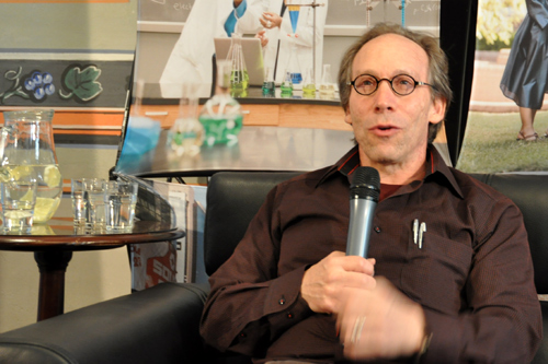 Lawrence Krauss speaks at the American Center in Prague on April 18, 2014.