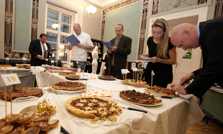 Judges tasting nineteen pies. (photo U.S. Embassy Prague)